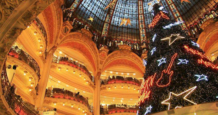 Prepare for a Christmas shopping in Paris