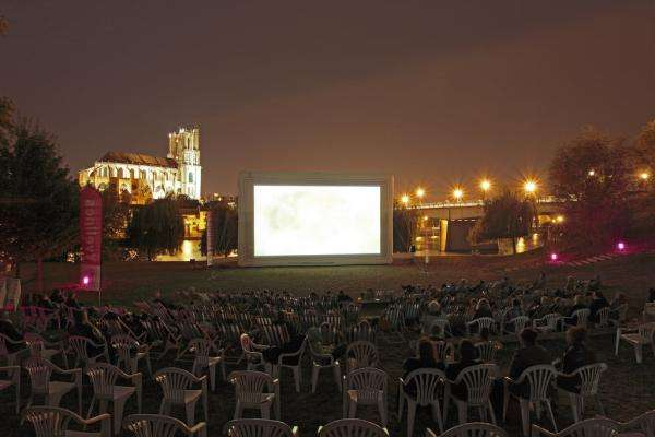 Outdoor cinema, the 7th art takes over Villette