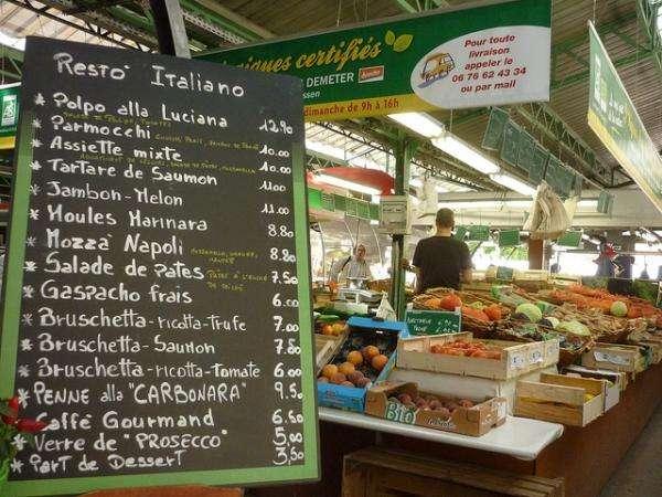 Pour déjeuner ou faire les courses, petite halte au marché
