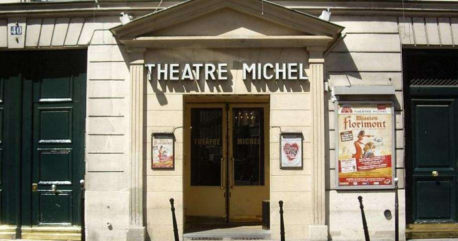 THEATRE IN PARIS offers English translations