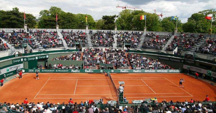 Paris côté sport, la petite balle jaune bientôt de retour à Roland Garros