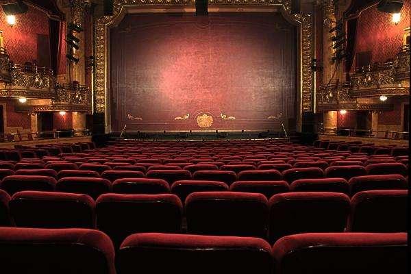 Tous au théâtre !