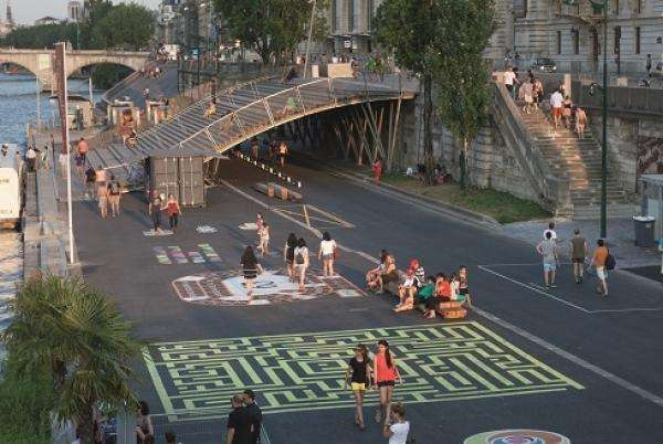 Paris River Banks offering a cinematic experience
